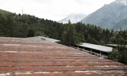 Il tetto del refettorio. Vista sulla Chiesa Nostra Signora del Cadore.