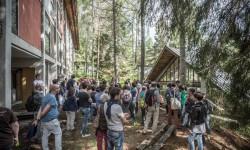 Capanne-atelier e padiglioni nel bosco di Borca